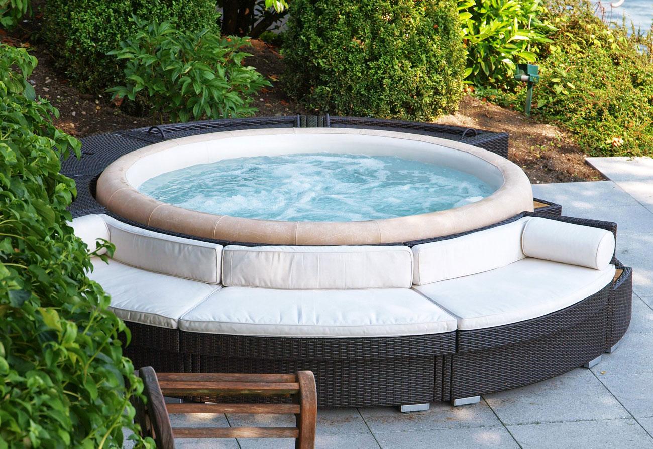 Vendita minipiscine e piscine fuori terra hellas piscine for Piscina in giardino
